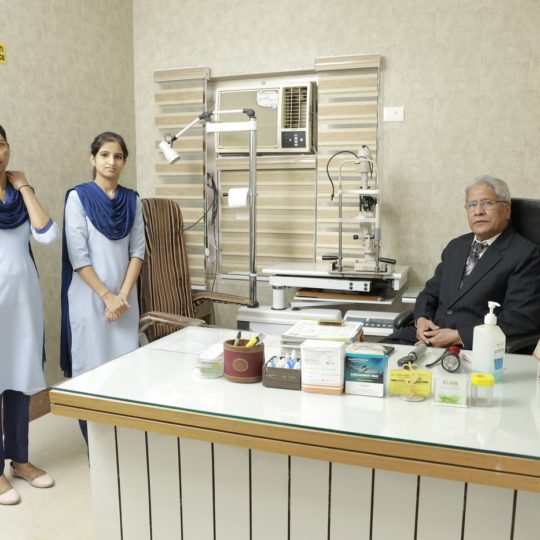 Dr. CP Dadhich_OPD (1)_Praveen Eye Hospital