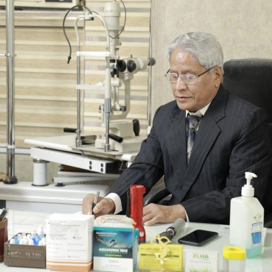 Dr. CP Dadhich_OPD (2)_Praveen Eye Hospital