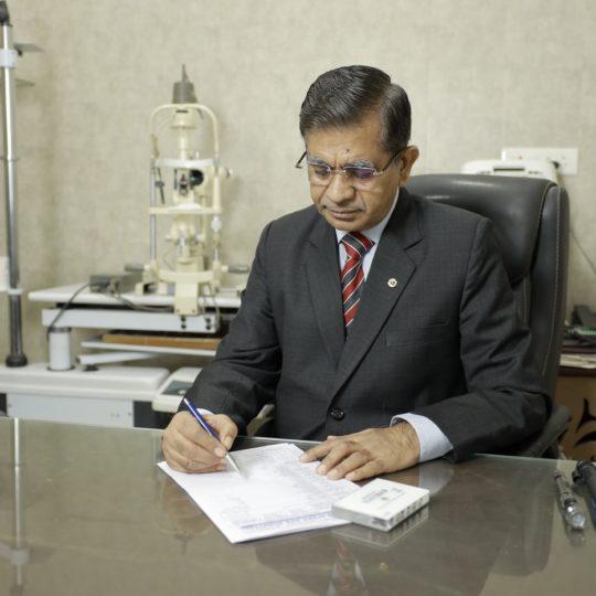Dr. Praveen_1