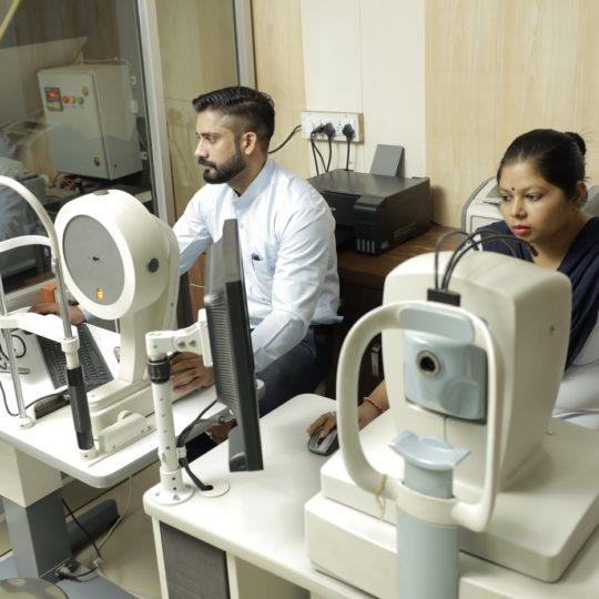 OCT & PENTACAM_Praveen Eye Hospital
