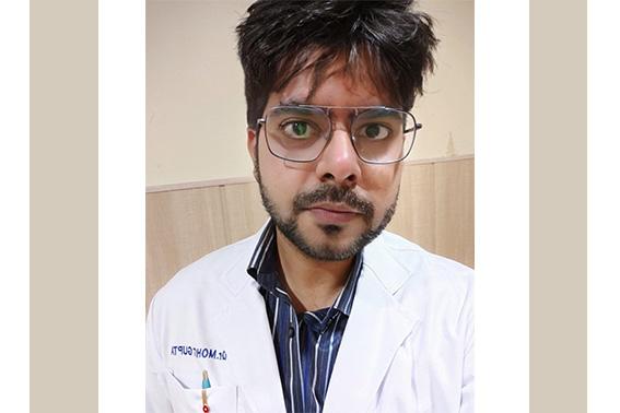 Dr.-Mohit-Gupta_Dr.-Praveen-Eye-Hospital-Sirsa